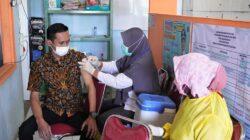 Diskominfo Batang Mendampingi Warga Menjalani Vaksinasi COVID-19 Di Desa Kebaturan