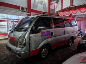 Ambulans Mengalami Kecelakaan Usai Antar Jenazah COVID-19 di Bandar.