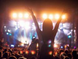 Pemerintah Izinkan Konser Musik Hingga Resepsi Nikah Skala Besar