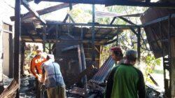 Kebakaran rumah di Ngadirejo, Reban pada Rabu (1/9/2021) diduga karena api berasal dari dapur. Kerugian ditaksir mencapai Rp125 juta.