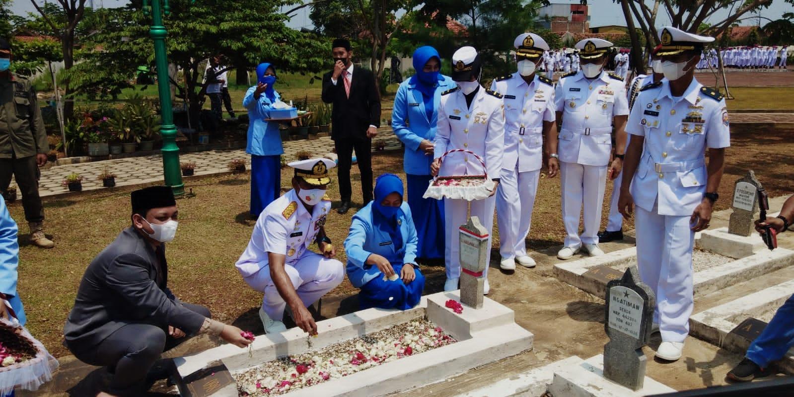 Hut TNI AL Ke-76 tahun