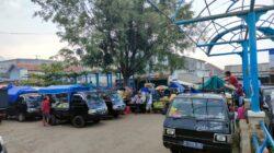 Pedagang sayuran di pasar bandar