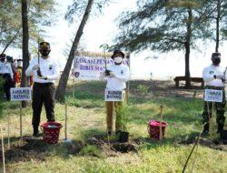 Mencegah Abrasi, Polres Batang Tanam 60 Ribu Mangrove